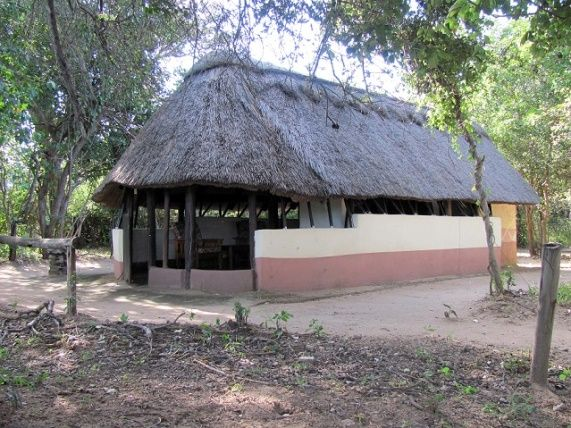 hunting_boma_in_zimbabwe207916103.jpg